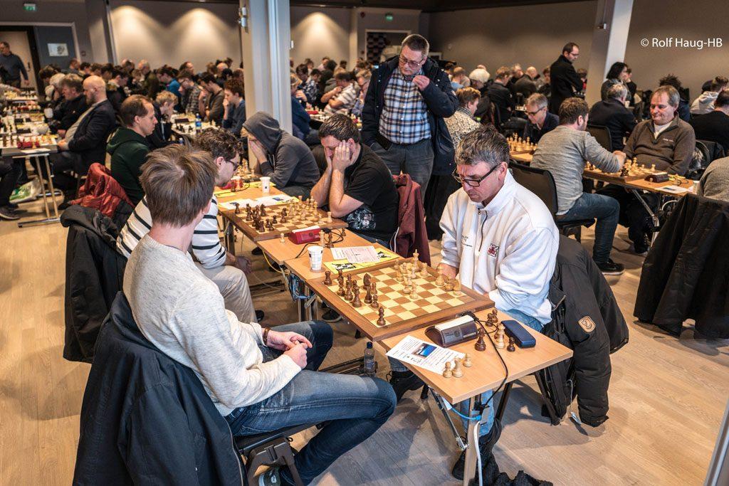 AVGJØRENDE: Fra siste runde i hurtigsjakken med Simen Agdestein - Johan-Sebastian Christiansen. Foto: Rolf Haug/mattogpatt.no