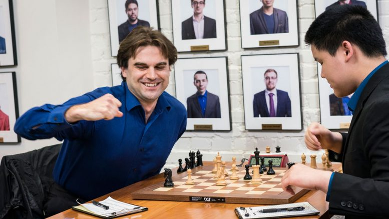 MESTER: Samuel Shankland slår Awonder Liang og blir amerikansk mester i 2018. Foto: Lennart Ootes