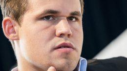Magnus Carlsen står fortsatt med negativ score mot Peter Svidler etter 3. runde i Biel. Foto: Lennart Ootes/Biel International Chess Festival