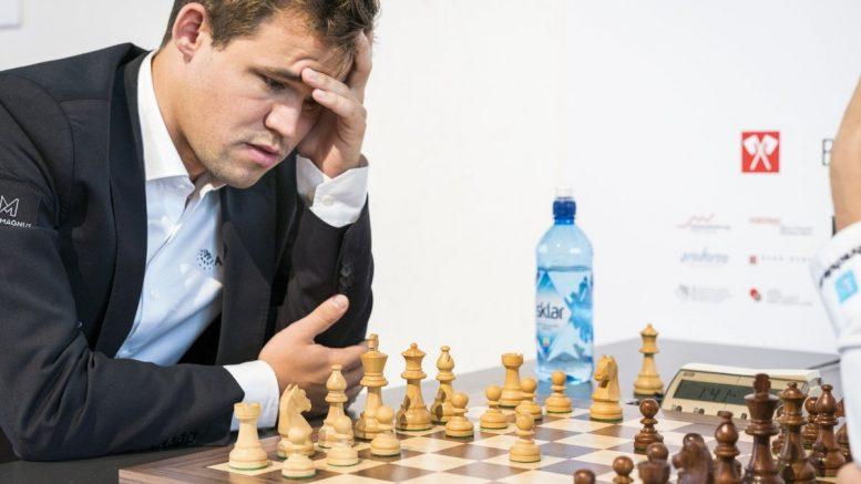 Magnus Carlsen sjokkåpnet med 2.Sa3 i møtet med Nico Georgiadis. Foto: Lennart Ootes/Biel International Chess Festival