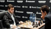 REMIS: Magnus Carlsen og Fabiano Caruana i det 9. VM-partiet i London. Foto: World Chess